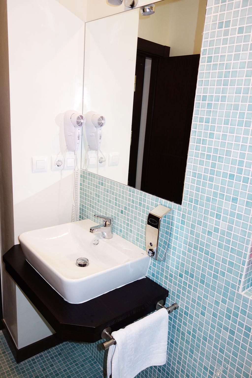 lavabo-con-tesela-azul