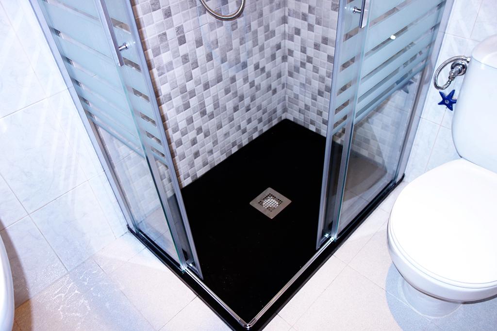 Porque el negro si puede ser para tu cuarto de ba o - Plato de ducha negro ...