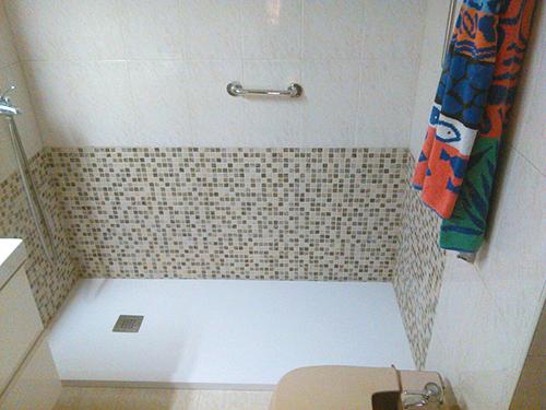 Reforma sencilla de cambio de ba era por ducha en menos de - Banera para plato de ducha ...